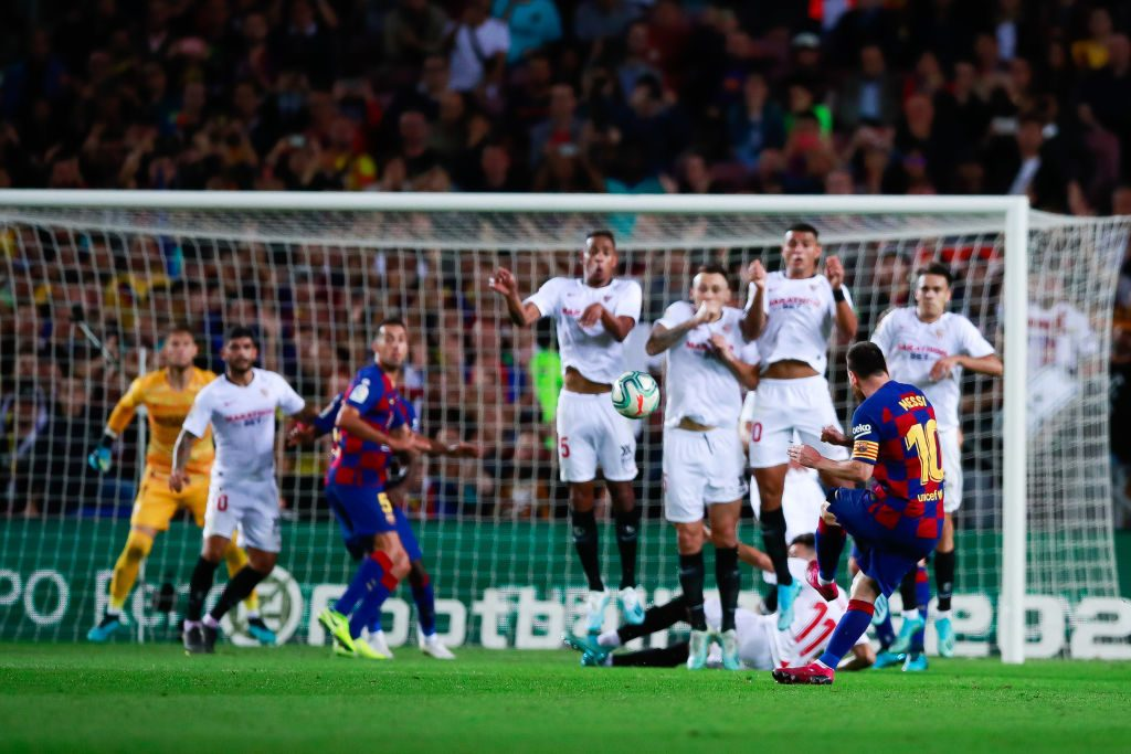 MESSI TAKING FREE KICK