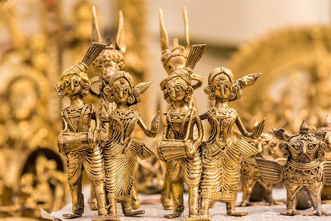 The Dhokra art is essentially stunning metal figurines made from bronze and copper based alloys using a 'lost wax casting' known as 'cire perdue' in French.