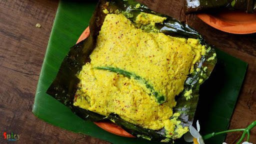 Bhetki ( Asian Sea bass) is marinated with mustard, chilli, salt turmeric coconut etc. and wrapped in banana leaf to cook. It is one of the unique dishes of fish that can be found only in kolkata.